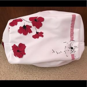 Super cute lord and Taylor makeup pouch